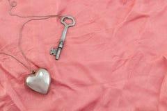 Corazón y clave Imagen de archivo libre de regalías