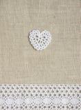 Corazón y cordón del ganchillo Fotos de archivo libres de regalías