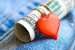 Corazón y dinero foto de archivo