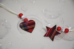 Corazón y estrella en el vidrio quebrado imágenes de archivo libres de regalías