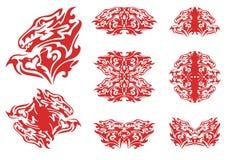 Corazón y símbolos llameantes del dragón de él Imagenes de archivo