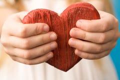 Corazón en manos Foto de archivo