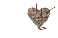 Corazón hecho del mimbre, corazón quebrado, tratamiento del corazón Foto de archivo libre de regalías