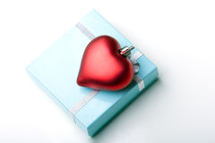 Corazón hermoso del día de tarjeta del día de San Valentín de rectángulo de regalo de la joyería Imagenes de archivo