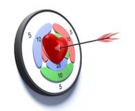 Corazón rojo perforado con una flecha Imagenes de archivo