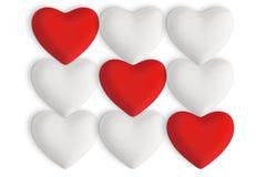 Corazones blancos del amor con los corazones rojos Fotografía de archivo