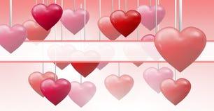 Corazones burbujeantes de las tarjetas del día de San Valentín que cuelgan en secuencia con la caja vacía Imagen de archivo libre de regalías