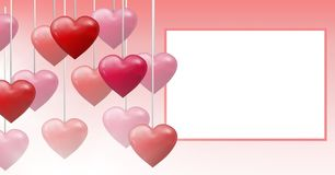 Corazones burbujeantes de las tarjetas del día de San Valentín que cuelgan en secuencia con la caja vacía Foto de archivo libre de regalías