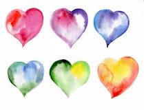 Corazones coloreados, día de tarjetas del día de San Valentín, acuarela Foto de archivo libre de regalías