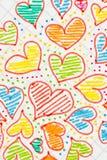 Corazones coloreados drenados en una hoja Fotos de archivo libres de regalías