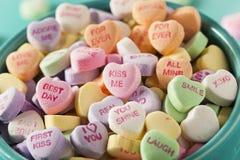 Corazones de la conversación del caramelo para el día de tarjeta del día de San Valentín Foto de archivo