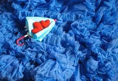 Corazones de la tarjeta del día de San Valentín en fondo abstracto Fotografía de archivo libre de regalías