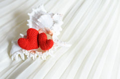 Corazones de la tarjeta del día de San Valentín en fondo abstracto Imagen de archivo libre de regalías