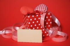 Corazones de la tarjeta del día de San Valentín y tarjeta de Blanc Foto de archivo libre de regalías