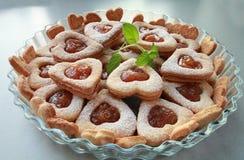 Corazones de las galletas con el relleno dulce Foto de archivo libre de regalías
