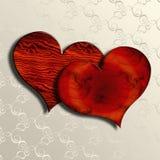 Corazones de madera de la tarjeta del día de San Valentín en el damasco blanco Fotos de archivo libres de regalías