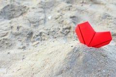 Corazones de papel rojos Fotografía de archivo