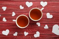 Corazones del amor con las tazas de té Imagen de archivo libre de regalías