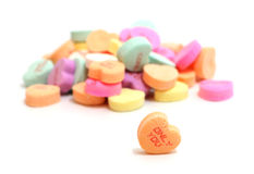 Corazones del caramelo de las tarjetas del día de San Valentín Imagenes de archivo