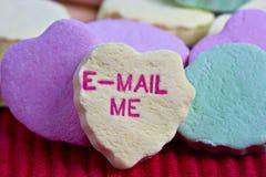 Corazones del caramelo del día de tarjeta del día de San Valentín Fotografía de archivo libre de regalías