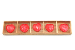 Corazones del caramelo en la caja de madera Foto de archivo