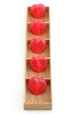 Corazones del caramelo en la caja de madera Fotos de archivo libres de regalías
