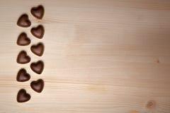 Corazones del chocolate el día de tarjeta del día de San Valentín Imagen de archivo