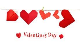 Corazones del origami del día de tarjetas del día de San Valentín Imagenes de archivo