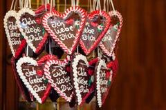Corazones del pan de jengibre con te amo Foto de archivo libre de regalías