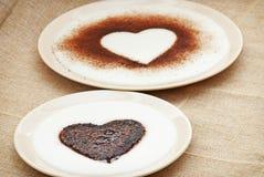 Corazones dulces del cacao en pudín de la sémola Fotos de archivo libres de regalías