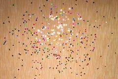 Corazones, estrellas amarillas y lunas del witl del fondo el chispear y del brillo pequeños Visión superior Imagen de archivo libre de regalías