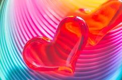 Corazones festivos de la tarjeta del día de San Valentín del arco iris Imagenes de archivo