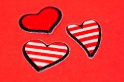 Corazones rayados rojos Imagen de archivo libre de regalías
