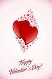 Corazones rojos de la tarjeta del día de San Valentín en fondo rosado Foto de archivo libre de regalías