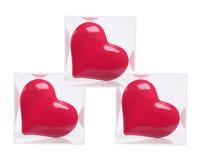 Corazones rojos del amor en rectángulos plásticos Imagen de archivo