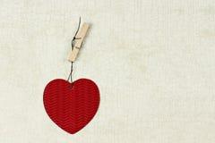 Corazones rojos del papel del día de tarjeta del día de San Valentín Fotos de archivo libres de regalías