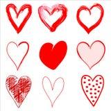 Corazones rojos dibujados mano en estilo del Grunge Imágenes de archivo libres de regalías