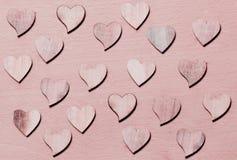 Corazones rosados de los woodens Fotos de archivo libres de regalías