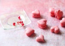 Corazones rosados de Macaron Fotos de archivo libres de regalías