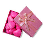 Corazones rosados en caja fotos de archivo