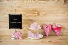 Corazones rosados para el día de tarjetas del día de San Valentín Imagenes de archivo