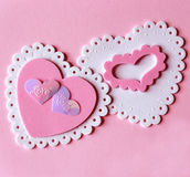 Corazones rosados y blancos de la tarjeta del día de San Valentín imagenes de archivo