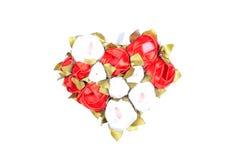 Corazones y flores a la tarjeta del día de San Valentín aislada en el ingenio blanco del fondo Fotografía de archivo libre de regalías