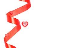 Corazones y flores a la tarjeta del día de San Valentín aislada en el ingenio blanco del fondo Imagenes de archivo