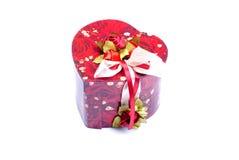 Corazones y flores a la tarjeta del día de San Valentín aislada en el ingenio blanco del fondo Fotos de archivo