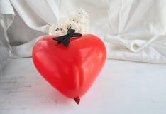 Corazones y flores para el día de tarjeta del día de San Valentín Imágenes de archivo libres de regalías