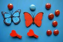 Corazones y piedras rojos del arte de las mariposas Imagen de archivo libre de regalías