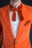 Corbata de lazo anaranjada de la naranja del traje Foto de archivo