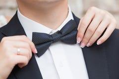 Corbata de lazo en un traje Imagen de archivo