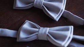Corbata de lazo gris metrajes